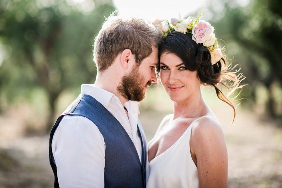 bride and groom in italian garden