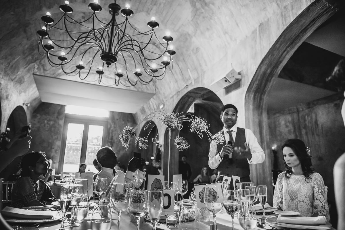 Groom giving his speech at his Spanish wedding